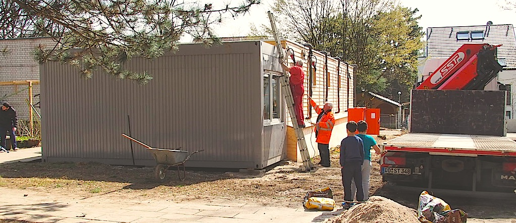 Flüchtlingsunterkunft Gorch-Fock-Straße 32 Stuttgart Sillenbuch Containeraufstellung 8.4.2016