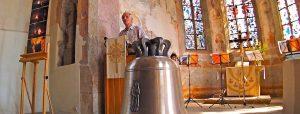 Alte Kirche Stuttgart Hedelfingen 24.6.2016 neue Glocke eingetroffen