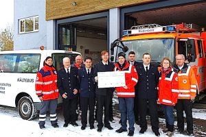 Süendenübergabe Freiwillige Feuerwehr 5.1.2016 Riedenberg für DRK Stuttgart Kältebus