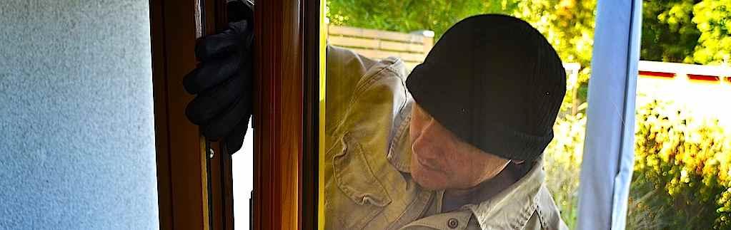 Wohnungseinbruch: Diebe kamen durchs Kellerfenster