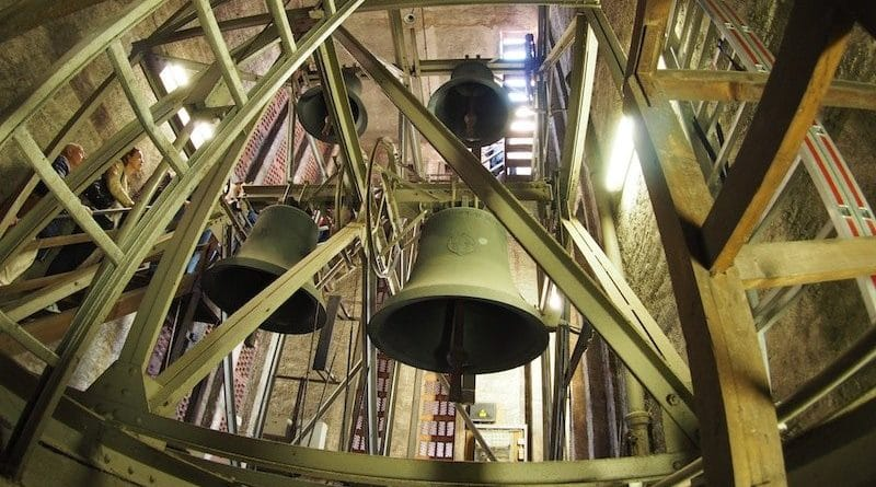 Glockenturm der Kreuzkirch Stuttgart Hedelfingen