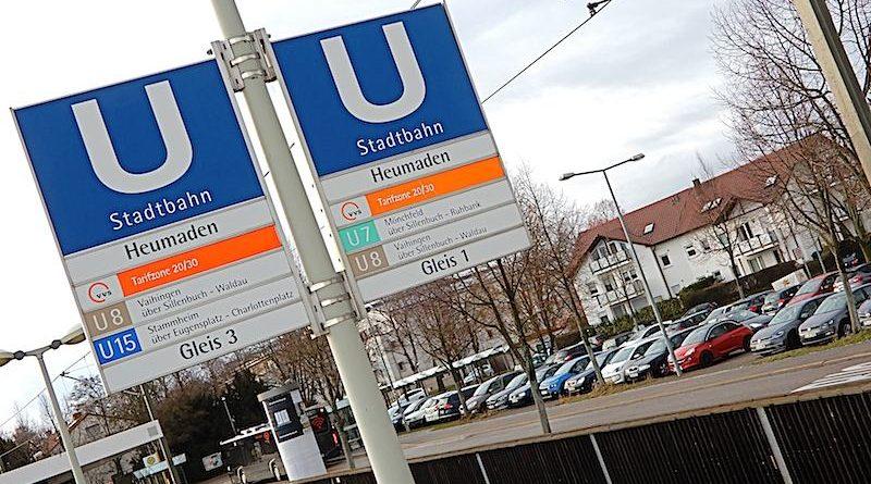 Blick auf den Park an Ride Parkplatz bei der Stadtbahnhaltestelle Heumaden